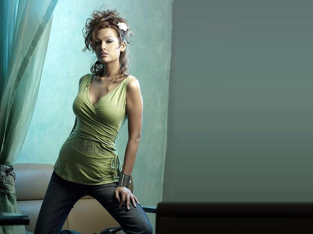 http://1.bp.blogspot.com/-fLOVC-_f_5c/T7oOMsAoO6I/AAAAAAAAPM4/2fJ0CBhxhsY/s1600/Esha+Gupta+%283%29.jpg