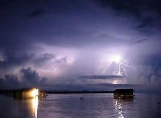 Petir Abadi - 10 Keajaiban Alam Yang Misterius