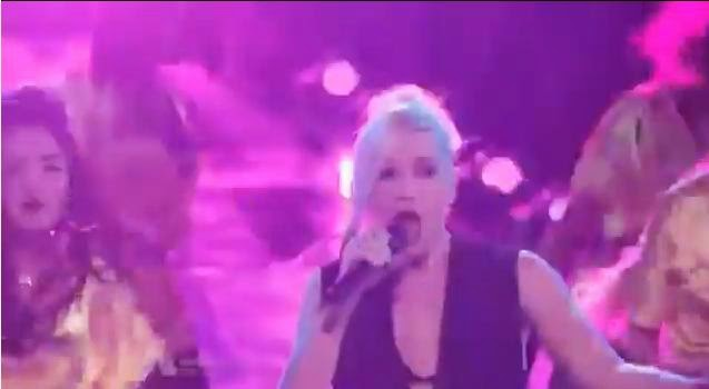 Gwen Stefani, the voice, Hollaback Girl