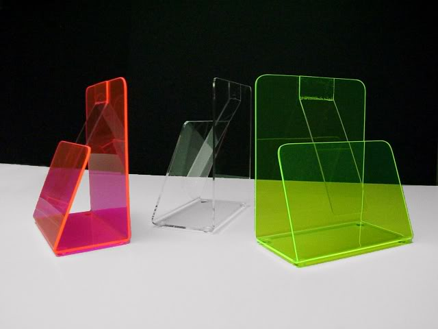 display dari acrylic