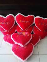 Bantal Love Merah