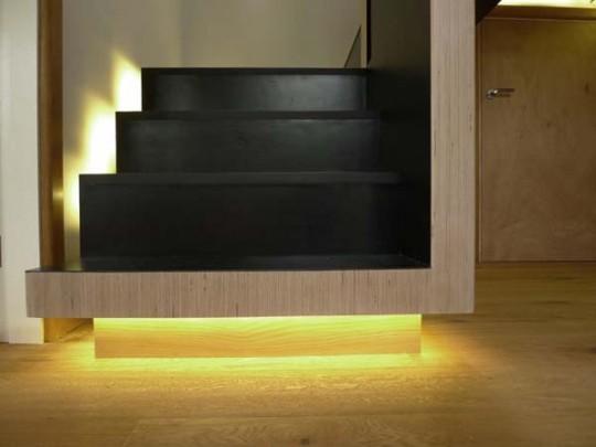 escalera moderna con luces