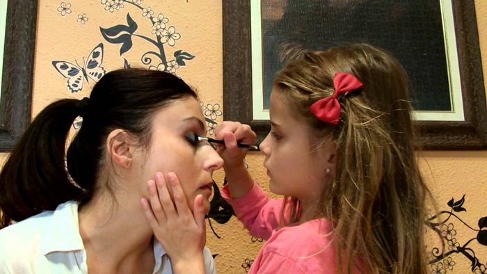 ¿Qué pasaría si te Maquilla tu Hija?