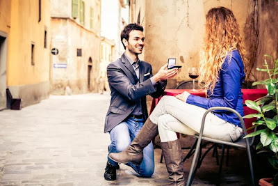 proposal-engagement-6 Public Proposal Dos and Don'ts - man propose to woman girl