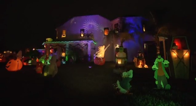 Jedi mouseketeer disney halloween celebration in their for Disney halloween home decorations