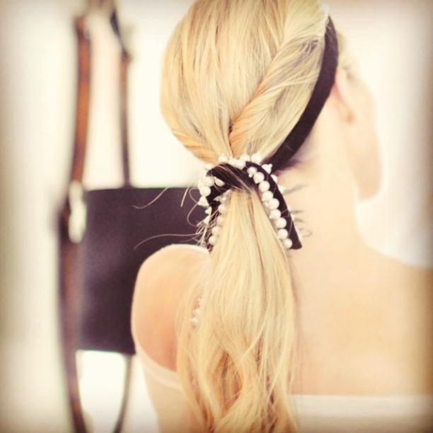 DIY pearl velvet ribbon, low twisted ponytail