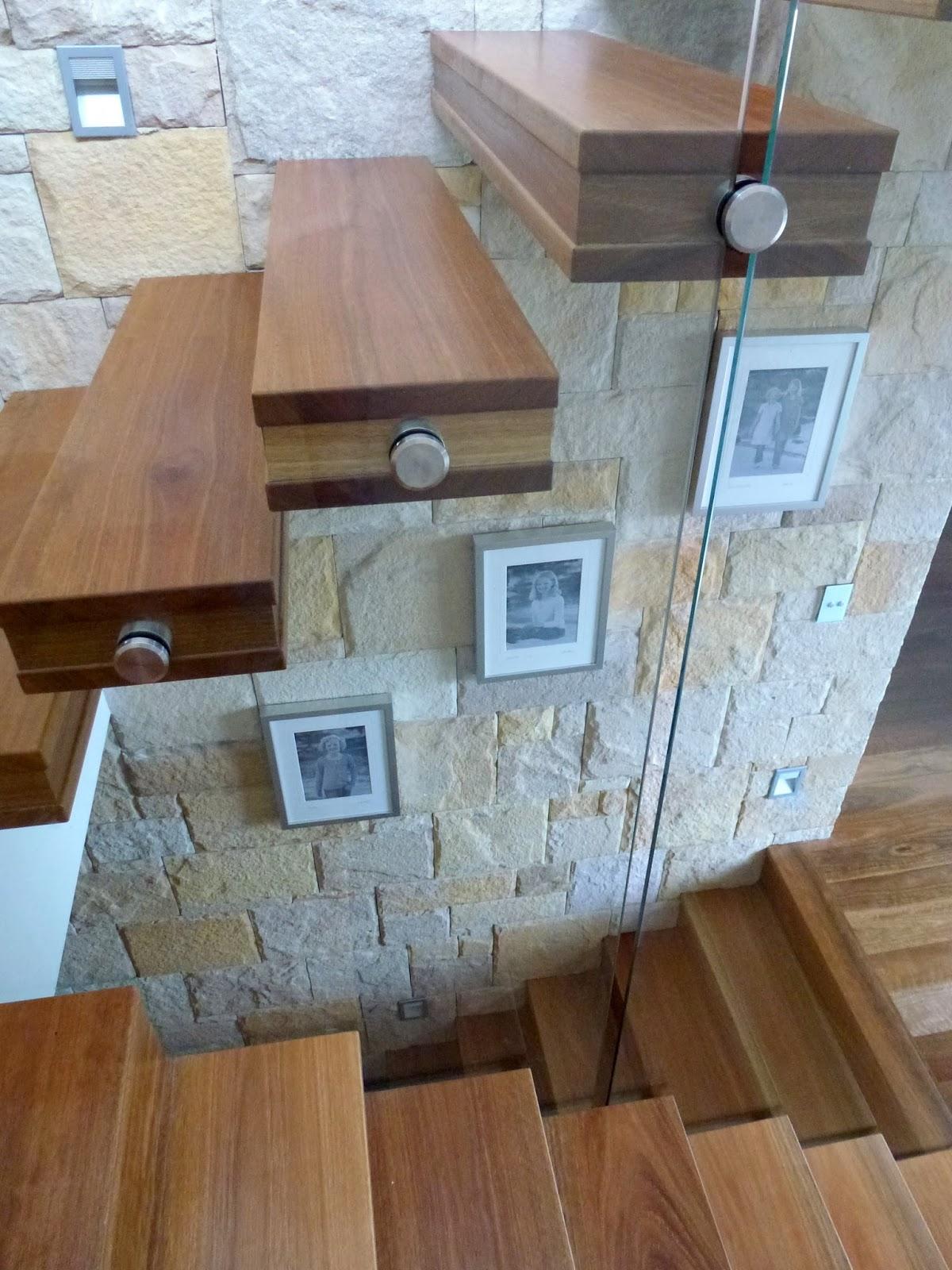 http://1.bp.blogspot.com/-fMVREQtMGwo/Ttbo2E0mMxI/AAAAAAAABZ4/jFDzNdjX5Gc/s1600/Stairwell.jpg