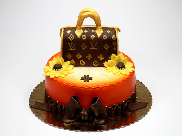 Cake with Louis Vuitton Handbag