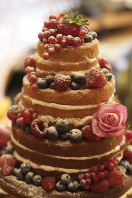 Vintage And Cake Victoria Sponge Wedding Cake