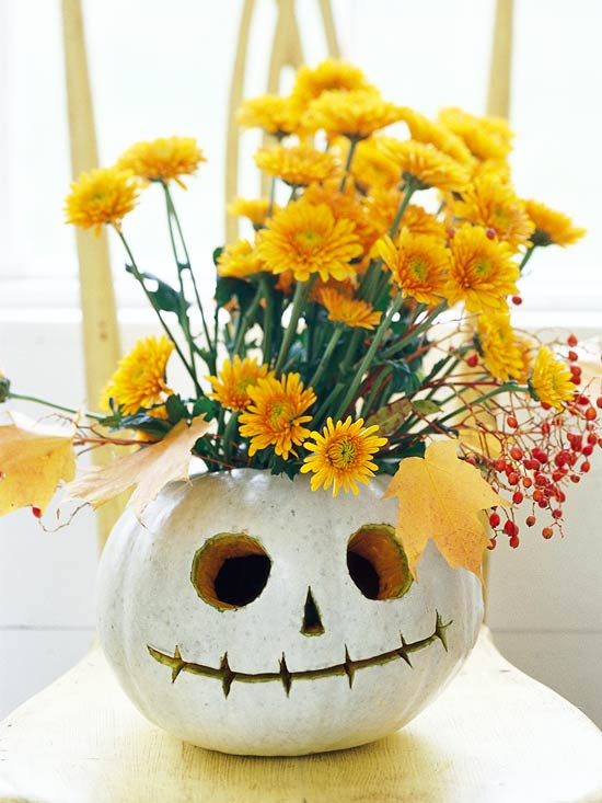 Modern furniture quick halloween centerpieces ideas 2011 for Simple pumpkin centerpieces
