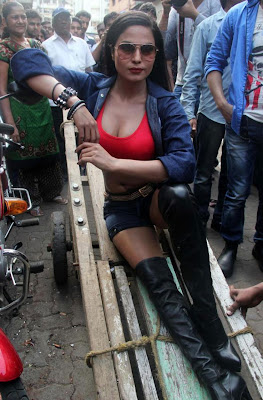 Veena Malik Hot photos at Kamathipura 010 Veena Malik hot Photoshoot at Kamathipura