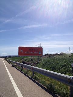 señal de tráfico de motorland aragón