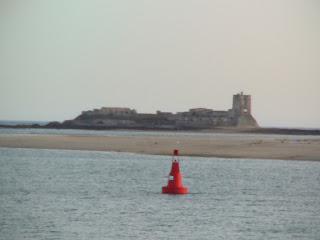Castillo Sancti-Petri es una fortificación defensiva situado en un islote en aguas del Océano Atlántico