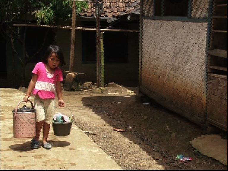 Kisah Siti Bocah Penjual Bakso Keliling; Video Siti Anak Yatim Penjual Bakso Keliling