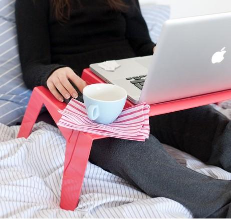 Design a roma appunti da autodidatta design italiano tavolino porta pc o colazione a letto - Tavolino da letto per pc ...