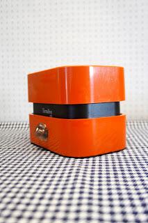 Balance ménagère Terraillon orange, années 70 la puce au grenier