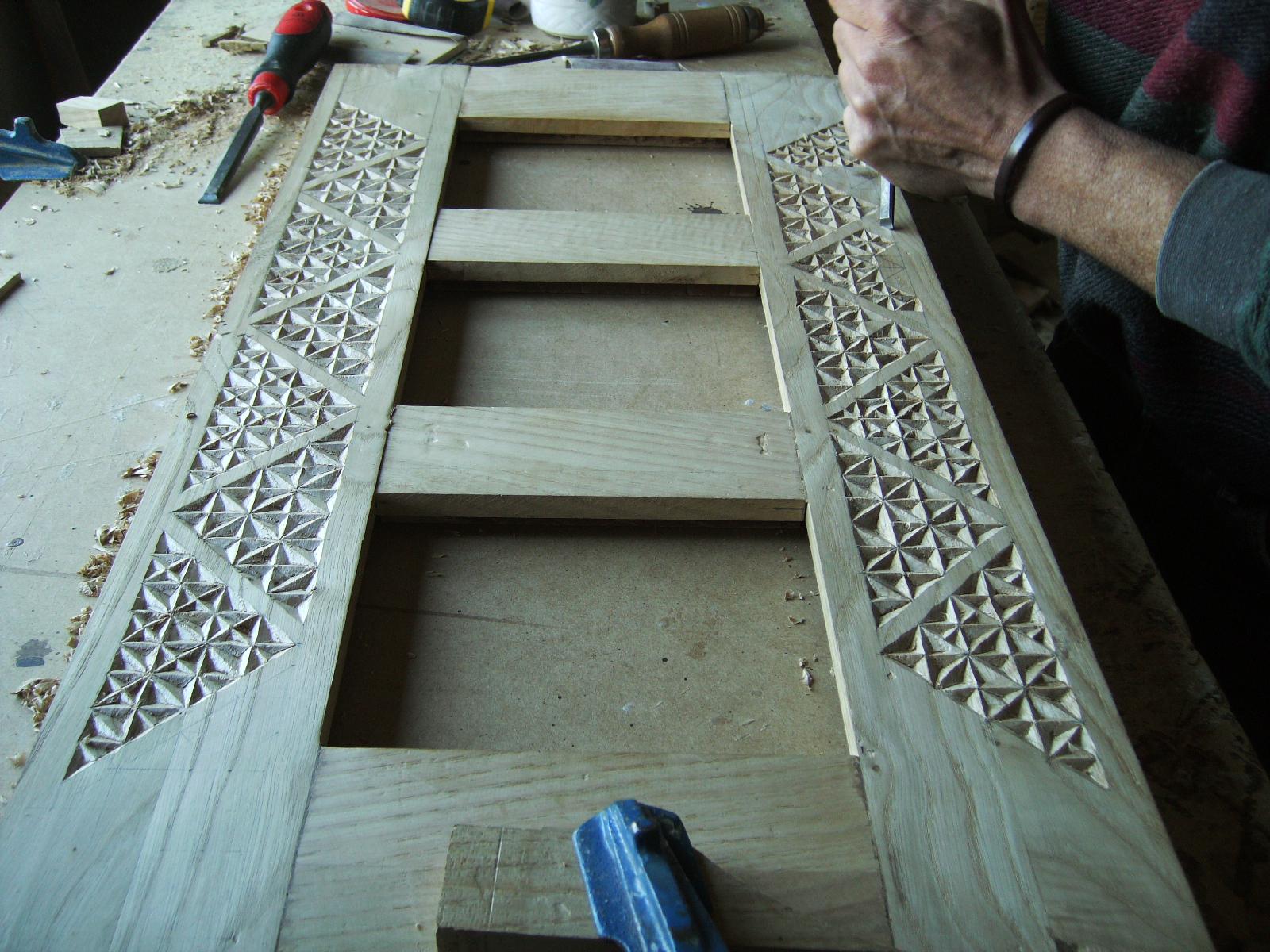 Espejo tallado en madera de casta o for Espejos tallados