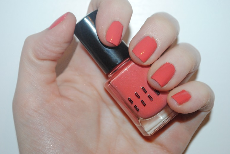 bobbi-brown-nectar-nude-nail-polish-reivew-swatch