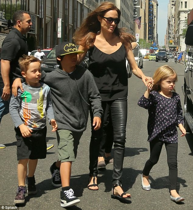 Angelina Jolie create stories for her kids