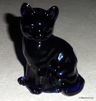 FENTON GLASS PURPLE (amethyst) CAT