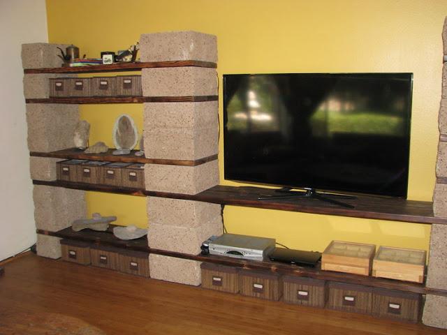 طاولة التلفاز مصنوعة بالياجور