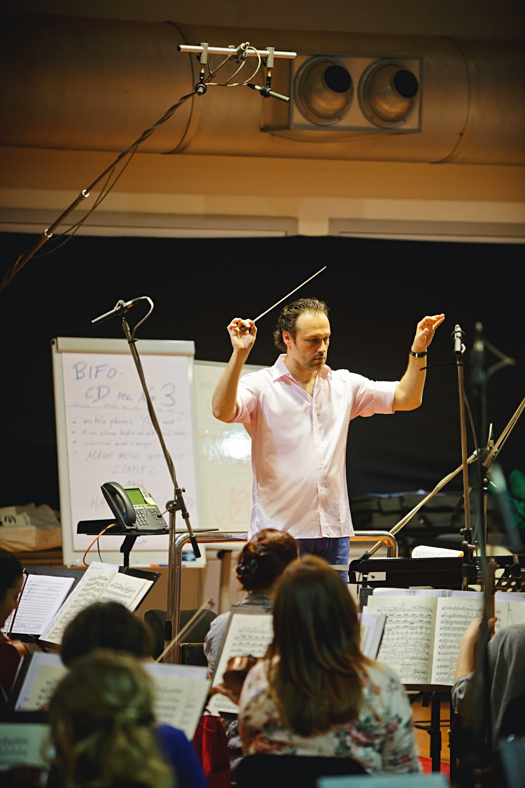 Sascha Goetzel and the Borusan Istanbul Philharmonic Orchestra recording their third CD