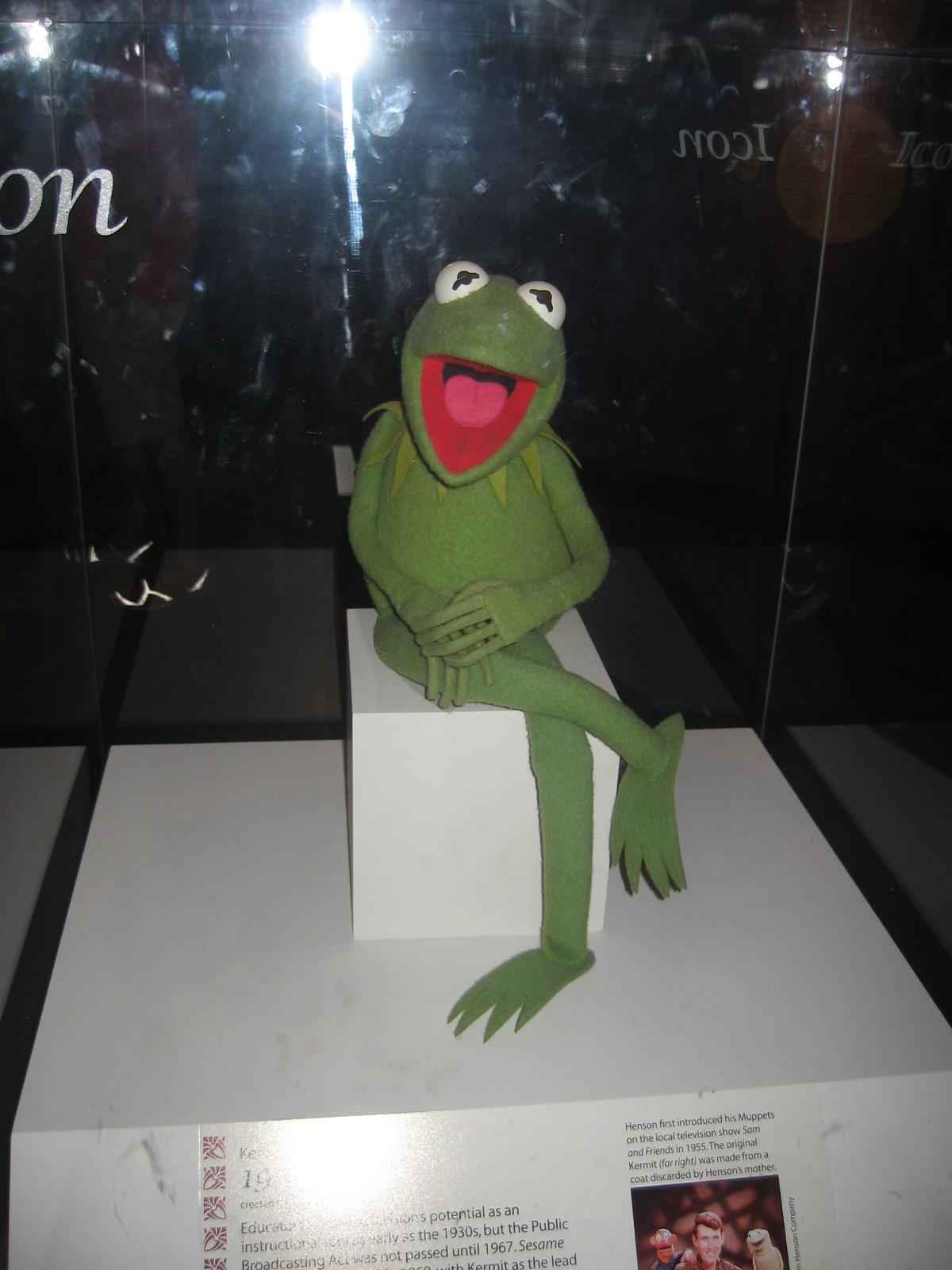 http://1.bp.blogspot.com/-fPQmnz8fg4M/UDG1G_qgqeI/AAAAAAAABZ0/xQ5LlKDML44/s1600/Kermit+the+Frog+Puppet.JPG