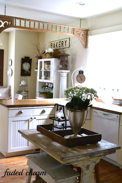 Merry rustic Christmas, a home tour at Faded Charm, featured on I Love That Junk