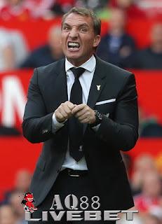 Liputan Bola - Manager Liverpool, Brendan Rodgers diminta segera mengganti formasi 4-3-3 dengan formasi lain.