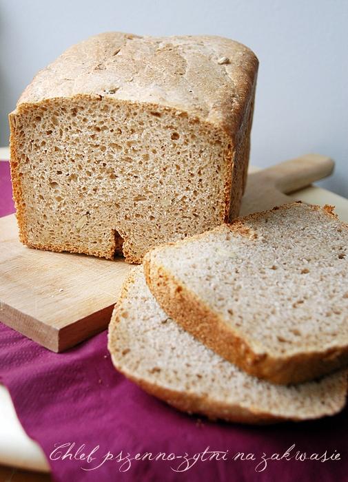domowy chleb na zakwasie upieczone przez automat do pieczenia chleba