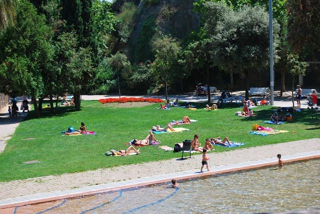 Gossip mamy sitios playa urbana en el parc de la creueta for Piscina creueta del coll