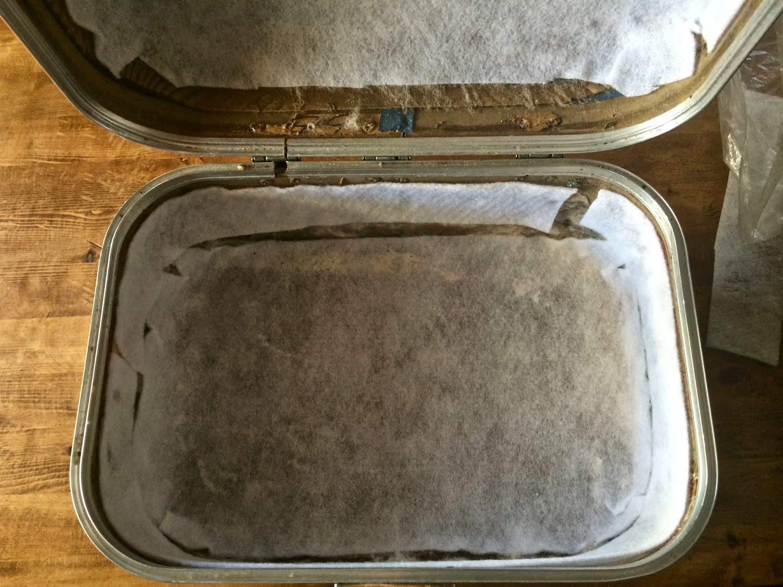 how to recover and clean a vintage train case