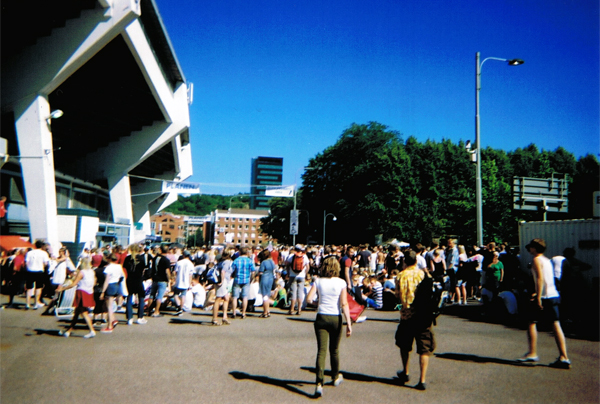 aliciasivert, alicia sivertsson, gothenburg, göteborg, bruce springsteen concert, analog, engångskamera, konsert, ullevi, kö,