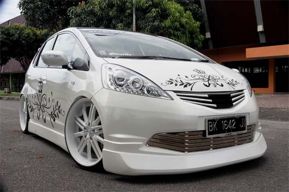 Modifikasi Trends Mobil Jazz 2012 ajib title=