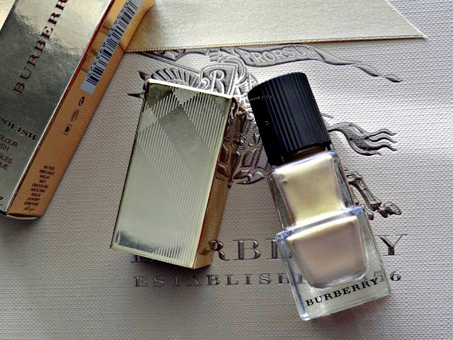 Burberry Beauty Nail Polish in Light Gold no.107 Review, Photos & Swatches