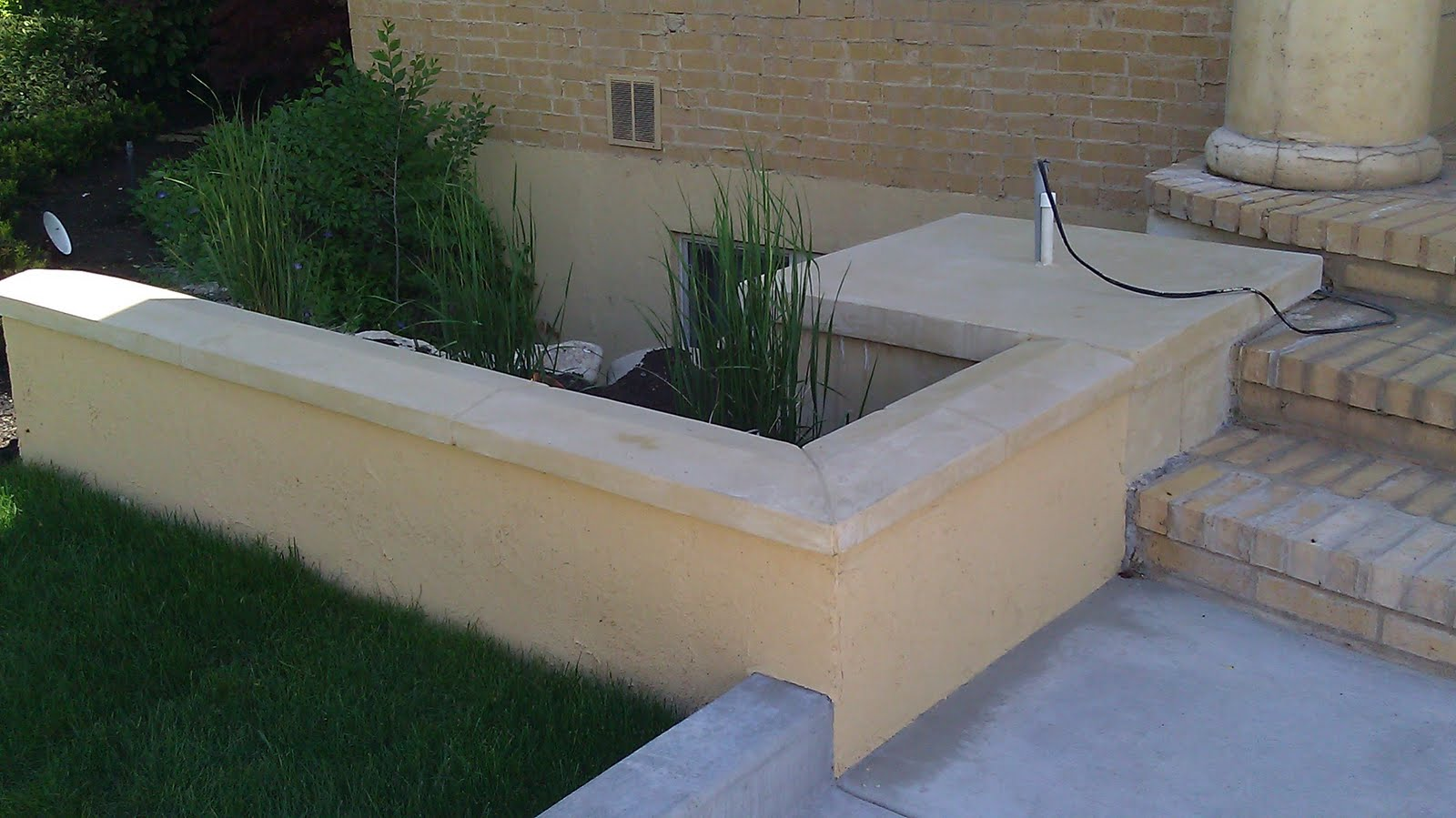 Stucco tech platinum landscape retaining wall for Stucco garden wall designs