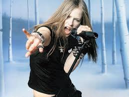 Avril Lavigne lança música em Rock N Roll