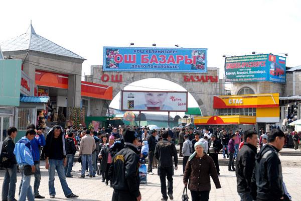 Lojas de shopping popular do Quirguistão são de contêiners reciclados