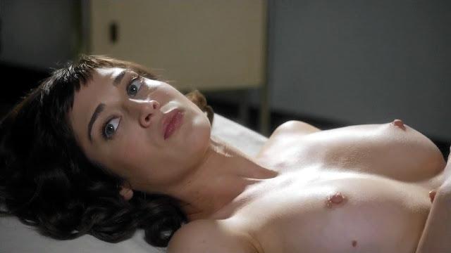 Lizzy Caplan Nude