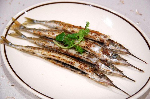 Tangy grilled garfish
