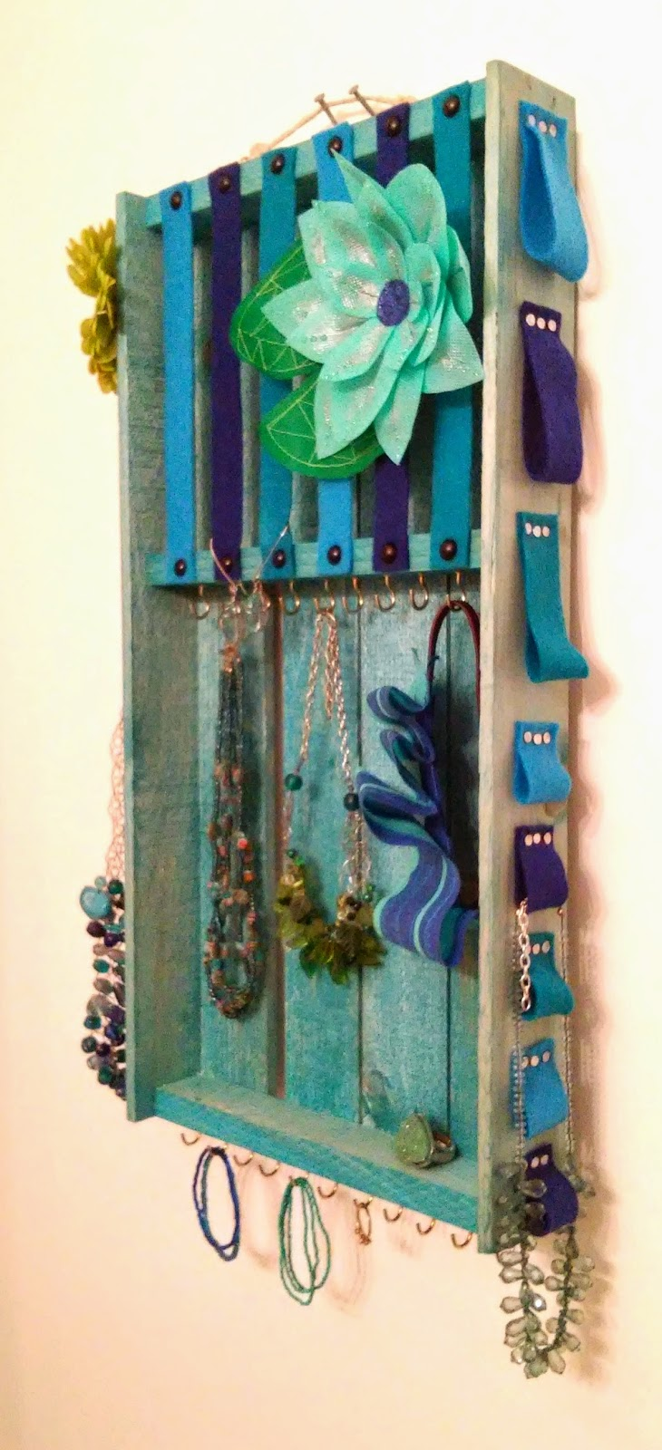 HOME DIY Wood Pallet Jewelry Hair Accessory Organizer