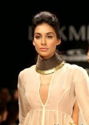 Preeti Desai in white dress looks hot unseen latest pics bra panty wardrobe malfunctio  cleavage pics