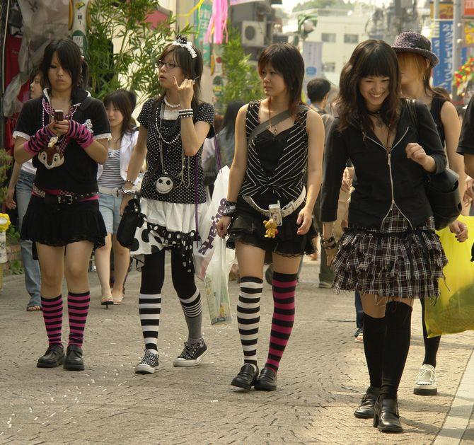 Picture link game. - Page 6 Japanese-female-fashion-harajuku-1