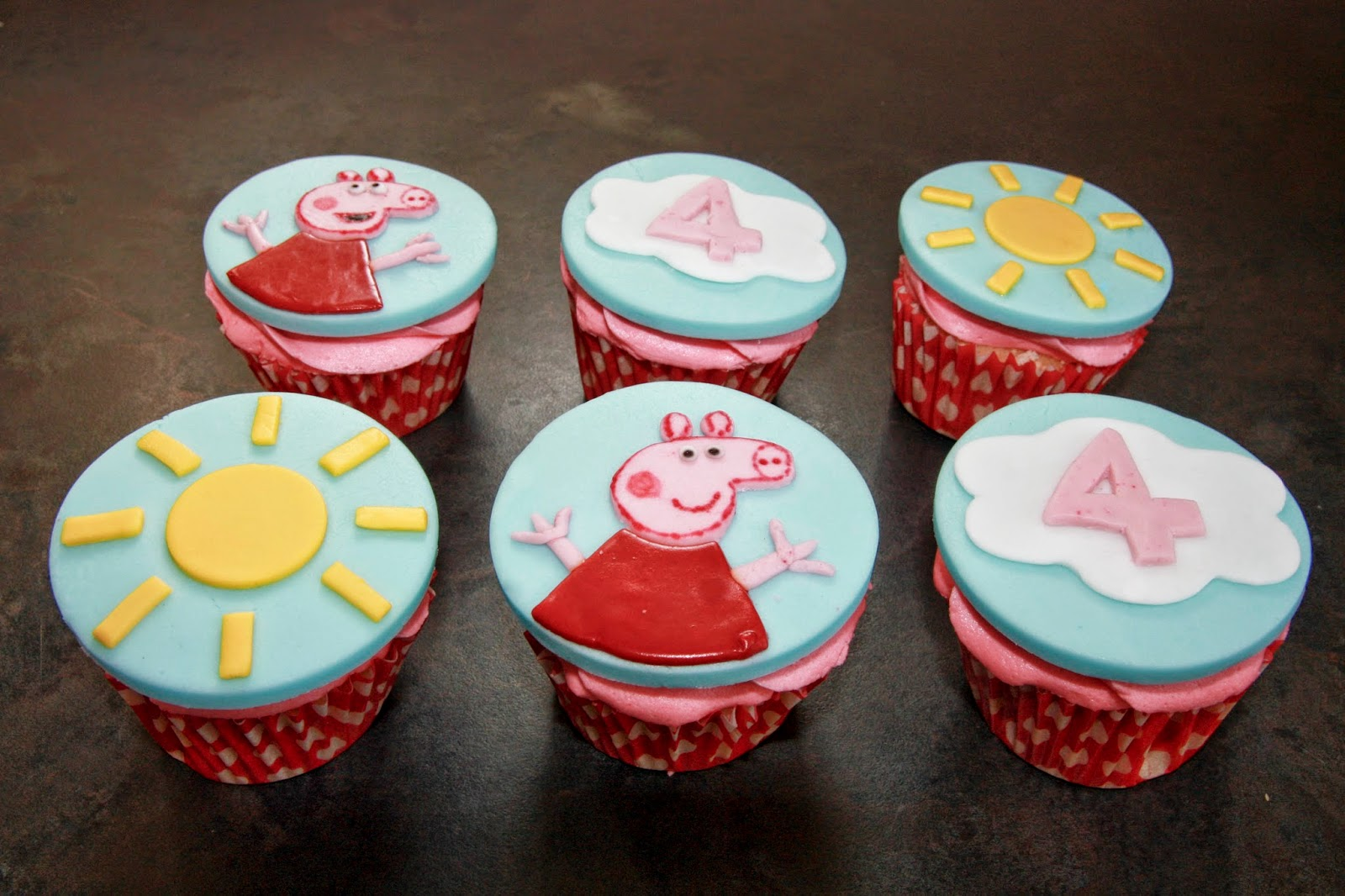 6 Peppa Pig cupcakes - 2 Peppa Pig, 2 suns and 2 clouds with the number 4