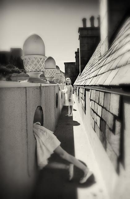 Это - выход? в черно-белых фотографиях Кэролайн Хэмптон