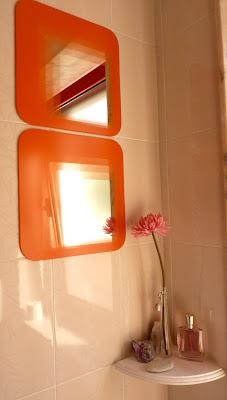 Telas cajas y tinajas ideas para decorar el ba o ii for Espejo adhesivo ikea