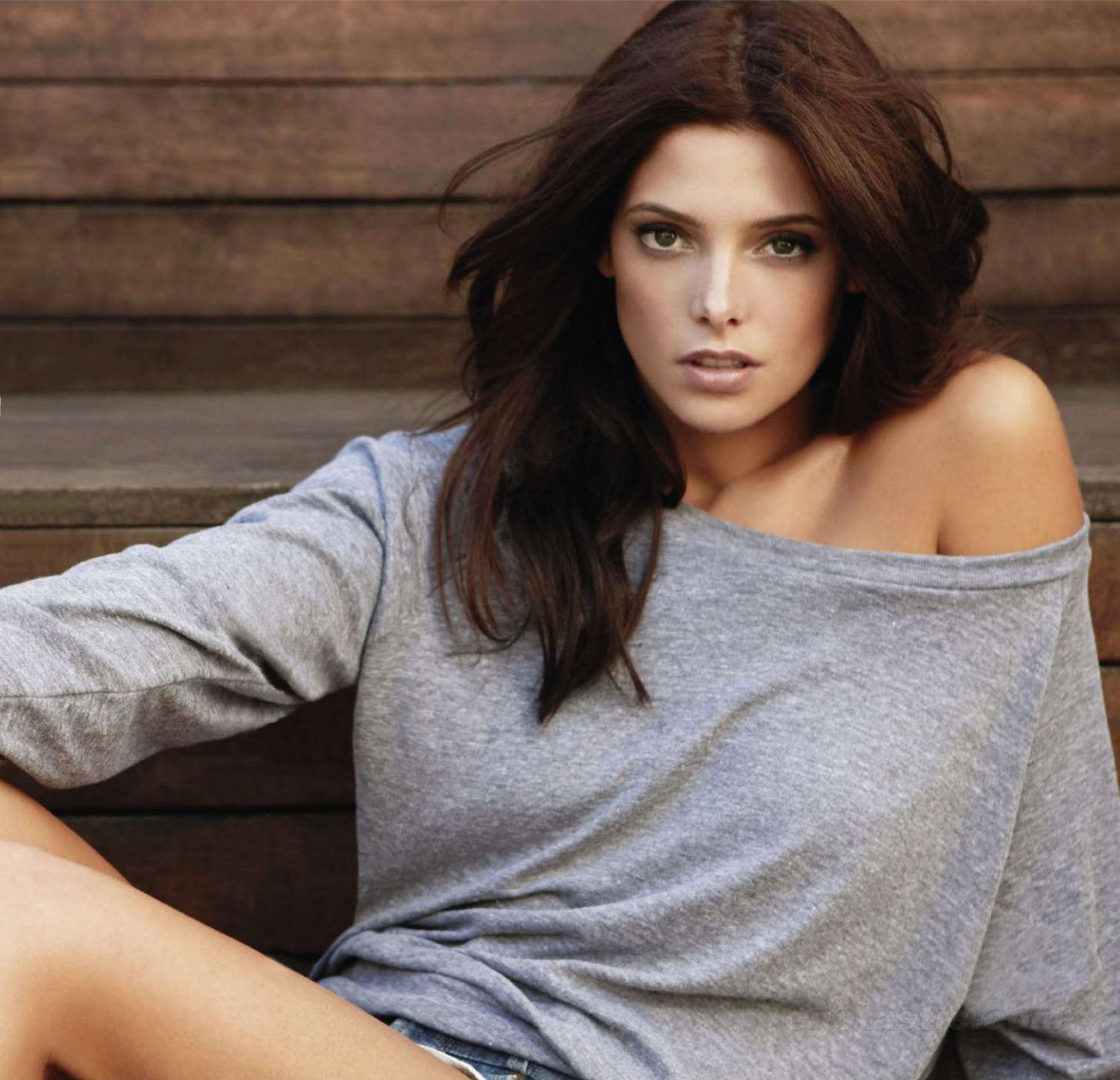 http://1.bp.blogspot.com/-fRJ-Ma7bN7Y/Tc2gyA8zsfI/AAAAAAAABpk/Eh1ymL3H8Rc/s1600/0----ashley-greene-jan-cosmo-03.jpg