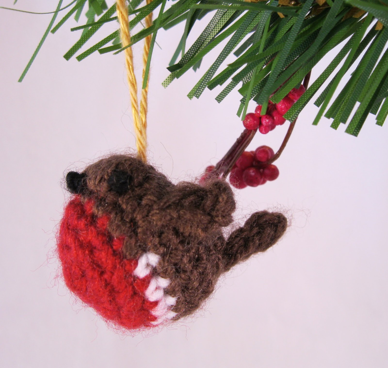 Knitting Pattern Robin Free : LucyRavenscar - Crochet Creatures: Tiny Christmas Robin ...