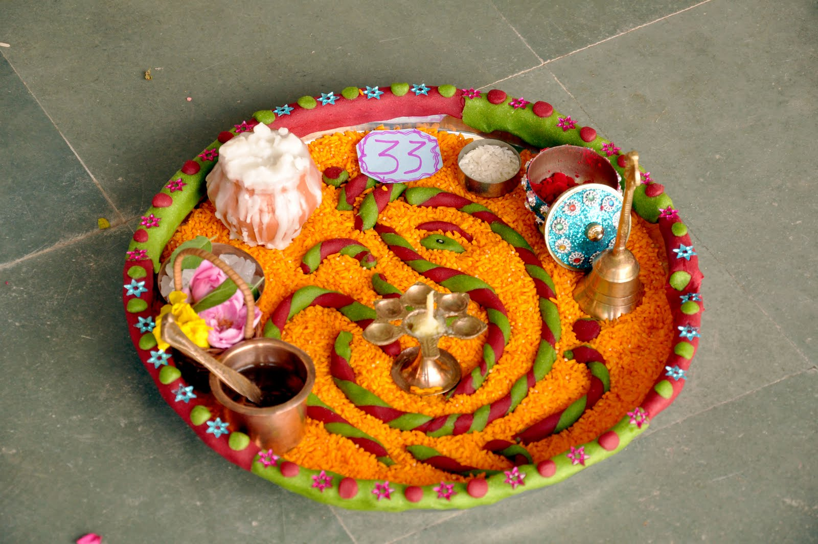 Mammy bachcha aarati thali competition for Aarti thali decoration with flowers
