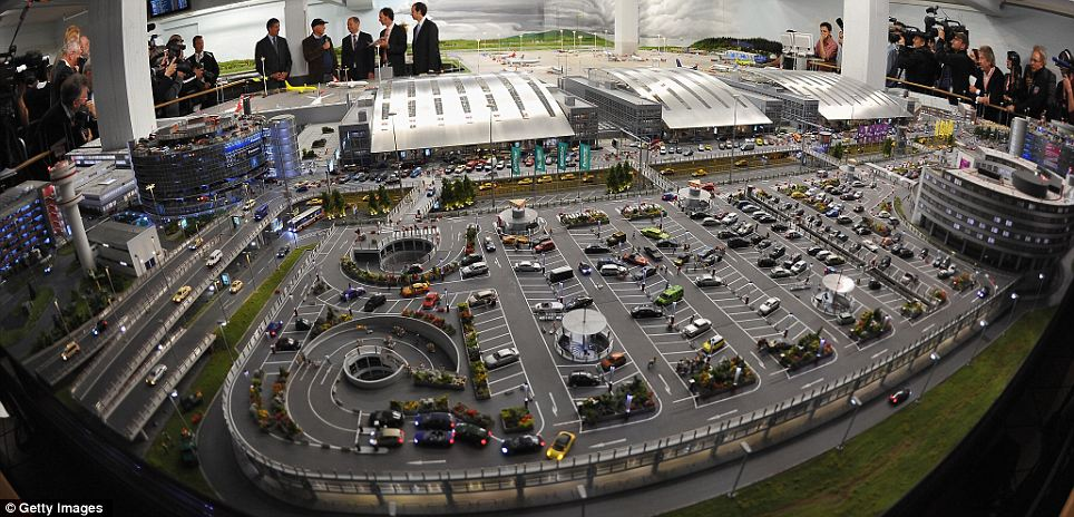 world 39 s largest model airport opened in germany oddetorium. Black Bedroom Furniture Sets. Home Design Ideas